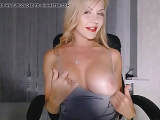 Big Tits Cam Model Masturbating