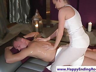 Tattooed masseuse cockriding before cumshot