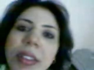 arab slut show videoed by her lover