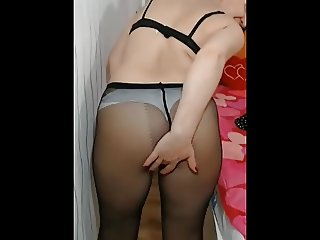 Cum on my ass you pantyhose lovers!