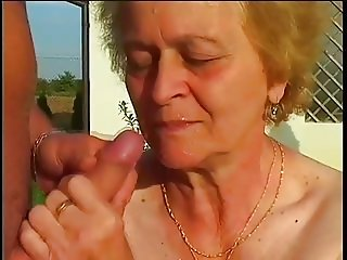 SAGGY TITS SMALL TITS OUTDOOR GRANNY SEX