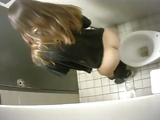 Caught two girls pissing