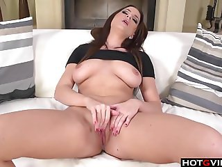 Euro babe in hot solo scene