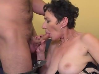 Kinky mature lady fucking and sucking