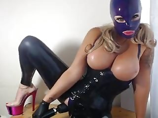 Latex Kitty comes on her Doxy Wand