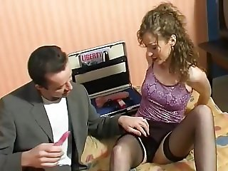 French amateur sextoy's seller fucks a good bitch