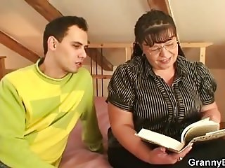 Chubby mature woman rides after blowjob