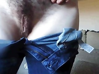 Tight jeans MILF caught playing hairy pussy
