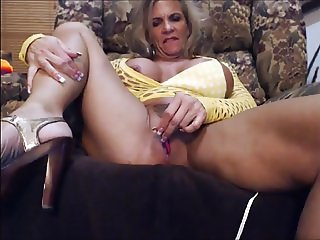Muscled MILF Pumps and Plays part 2