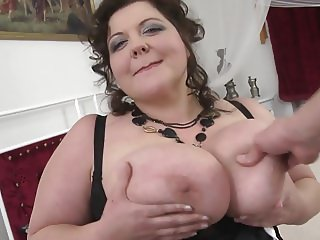 BIG sex bomb MOM suck and fuck lucky son