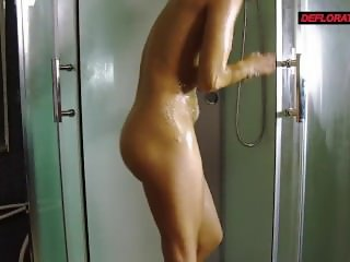 Rounded ass Nicole in the shower