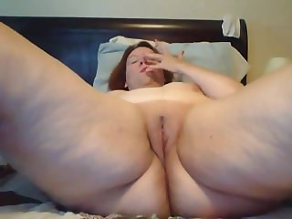 huge ass was masturbating her own pussy nonstop