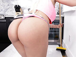 Big Round Ass Luna Star Cheats With Handyman