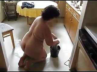Thick Housewife - Cleaning & Teasing