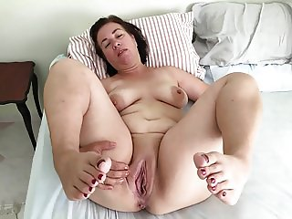 Mature milf pregnant mom