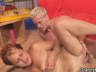 Guy fucks her old shaved pussy