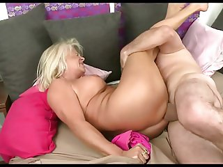 Blonde granny fucked at the breakfast