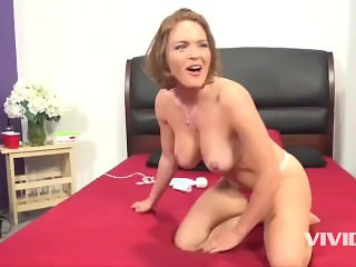 Krissy gets her box split in 2 by this Black Cock