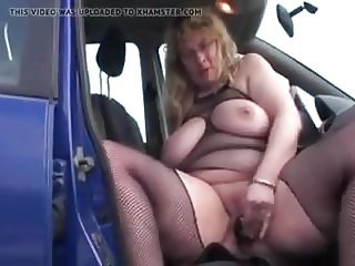 german BBW masturbates in car
