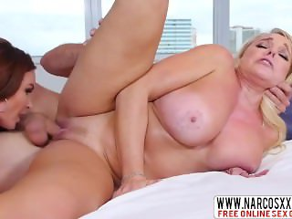 Painstaking Little Step Sister Alexis Golden, Diamond Foxxx In Threesome