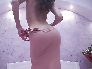 Shaking ass on cam and teasing