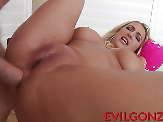 Cute MILF Quinn enjoys hard raging rod in her big butt