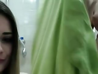 AnabellaEtthan and IsabellaEtthan plays and showers on cam