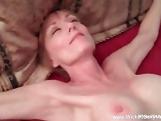 Amateur GILF Doesn't Care If Its Wrong