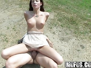 Mofos - Stranded Teens - Elisabeth - Taking a Ride Two Swing