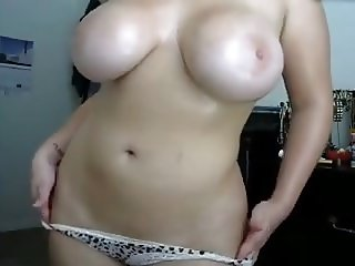 Huge natural dancing girl's tits