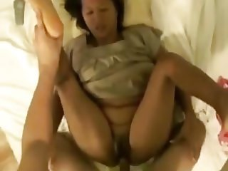 Thai Girlfriend & Thai Mom (2-clips)