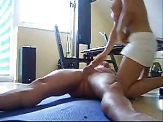 Amateur couple fucking on the floor & creampie