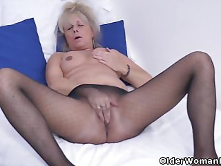Euro gilf Koko needs to rub one out