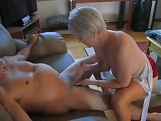 Amatuer - Bisex - Mature MMF Threesome - Hubby has last Suck