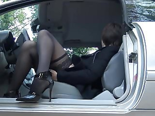 Sexy Short Haired in Stockings&Heels masturbates in the car
