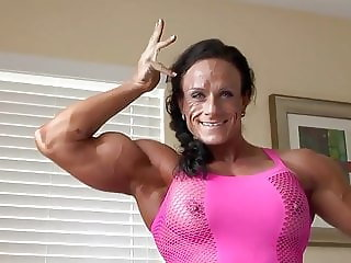 A Butterface muscle woman