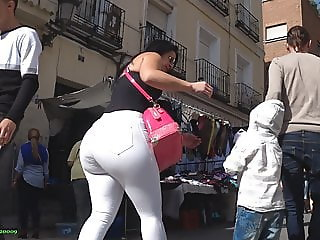 GluteusDivinus - Big ass MILF at street market