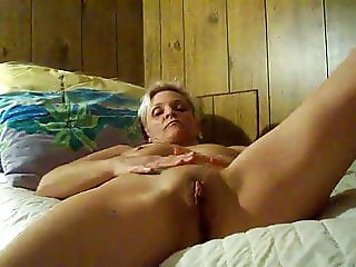 hot Texas cougar dildoing her cunt