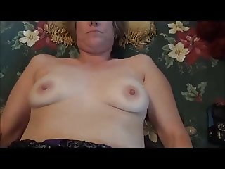 Sexy MILF takes a load on her pussy