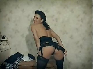 BEDROOM STRIPPER - vintage British beauty striptease