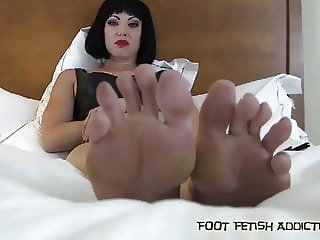 Suck on my toes and worship my feet like you mean it
