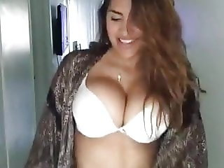 Hot Big Boobs Girl Sexy Dance in Bra