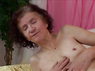 oldtimers still hot and wet 25 - Miss Eli