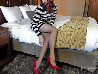 Holly Pantyhose Shoejob and Footjob