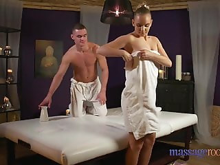 Massage Rooms Bubble butt blonde's sensual fuck