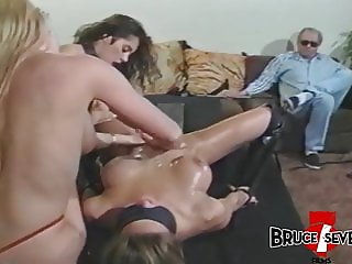 Stunning Francesca Le playing femdom game with two lesbians
