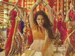 INDIAN GIRL BOLLYWOOD (MADDEN 2016 COMMERCIAL) SOFTCORE