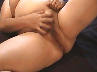 Kim Bates swallows a load while getting fingered..