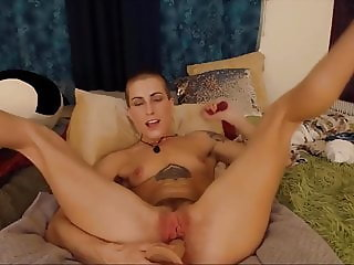 Bald sexed Saffron Azure with tiny tits bangs two holes