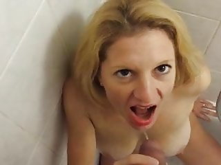 Submissive Wife like to swallow Piss